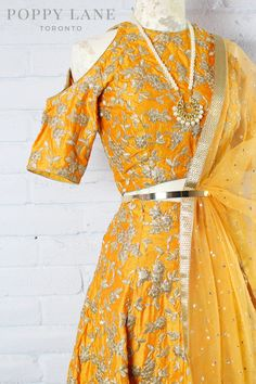 Unique Blouses, Sarees and Lenghas that embody the vibrancy of South Asian fashion with a modest up to date western flair. Ethnic Outfits, Indian Outfits, Indian Clothes, Indian Bridal Wear, Indian Wear, Choli Designs, Blouse Designs, Pakistani Dresses, Indian Dresses