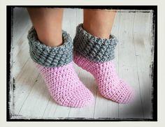 Excellent Totally Free Crochet slippers non slip Ideas Kostenlose Häkelanleitung Haussocken Crochet Slipper Pattern, Easter Crochet Patterns, Crochet Slippers, Knitting Patterns, Blanket Patterns, Crochet Gratis, Free Crochet, Knit Crochet, Crochet Stitches