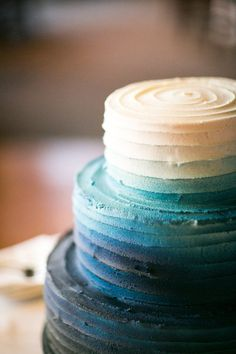 Blue Ombre Wedding Cake, loving the ombre cake thing Pretty Cakes, Beautiful Cakes, Amazing Cakes, Ombre Cake, Cupcakes, Cupcake Cakes, Cookies Et Biscuits, Cake Cookies, Gateaux Cake
