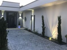 landscape ideas next to driveway - landscape next to driveway + landscape next to driveway curb appeal + landscape next to driveway house + landscape ideas next to driveway House Landscape, Landscape Design, Pergola, Driveway Landscaping, Garden Yard Ideas, Pavement, Curb Appeal, New Homes, Home And Garden