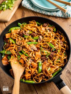 Quick Hoisin Beef Noodle Stir Fry - a perfect family meal ready in less than 30 minutes.Slimming World and Weight Watchers friendly Slimming World Noodles, Slimming World Stir Fry, Slimming Eats, Slimming World Recipes, Slimming Word, Beef Noodle Stir Fry, Beef And Noodles, Beef Recipes, Healthy Recipes