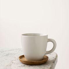 Höganäs Kaffemugg med Träfat 33 cl, Vit Matt - Front. (Julklapps-önskning x200155)