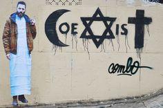 Combo roué de coups par des jeunes à Paris pour avoir écrit coexist avec les signes religieux
