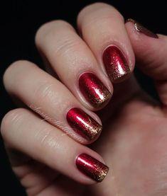 Inspiração de unhas de Natal na combinação ombré de vermelho e dourado. Para as discretas ;)