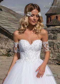 CORNELIA: Romantismo e beleza são as marcas do modelo Cornelia, é impossível não se apaixonar pelas majestosas particularidades desse vestido. Para saber mais, acesse: www.russianoivas.com #vestidodenoiva #vestidosdenoiva #weddingdress #weddingdresses #brides #bride