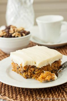 Carrot Cake: I made this for our Easter Dinner dessert. It was moist and delicious, and best of all very easy to make. Just Desserts, Delicious Desserts, Yummy Food, Sweet Recipes, Cake Recipes, Dessert Recipes, Frosting Recipes, Cupcakes, Cupcake Cakes