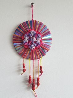Cd Crafts, Crafts For Kids, Arts And Crafts, Cd Diy, Repeat Crafter Me, Mobiles, Bobby, Dream Catcher, Recycling