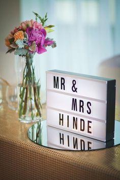 Compra esta caja de luz para tu boda y después lo tienes en casa para la decoración. ¡Un bonito recuerdo!