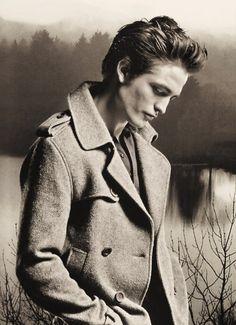 I love the Twilight Saga! Especially Robert Pattinson ❤️ Twilight Images, Twilight 2008, Twilight Edward, Edward Bella, Twilight Pictures, Twilight Series, Twilight Movie, Twilight Jokes, Vampire Twilight