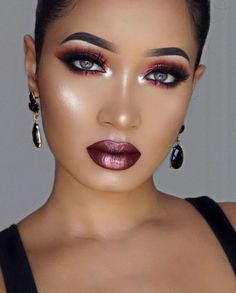34 Inspiring Holiday Makeup Looks Beautiful All Day Long - The holiday season is quick drawing nearer; it is the season to be sprightly, liberal, and to look stunning! To get into the happy soul, a little shim. Sexy Makeup, Flawless Makeup, Girls Makeup, Gorgeous Makeup, Love Makeup, Makeup Inspo, Makeup Inspiration, Makeup Tips, Hair Makeup