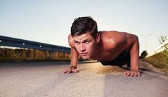 So packt ihr 100 Push-Ups in 7 Wochen One thing is clear: It will be 7 hard weeks. But with this training program you too can pack 100 push-ups without a break – we'll show you how it works! Fitness Workouts, Ace Fitness, Planet Fitness Workout, Fun Workouts, Health Fitness, Mens Fitness, Workout Plan Gym, Ladder Workout, Tabata