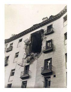 En la foto se muestra el resultado del impacto de un obús lanzado desde la Casa de Campo en la madrileña Cava de San Miguel.