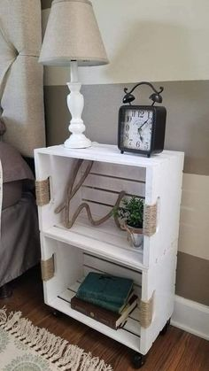 22 Amazing Dollar Store DIY Farmhouse Decor Genius Dollar Store Farmhouse DIY Home Decor Ideas Everyone Should Try! These farmhouse home decor ideas are so nice and cheap! farmhouse homedecor DIY dollarstoreCheck out this Decor, Inexpensive Home Decor, Furniture, Crate Furniture, Diy Home Decor, Home Diy, Furniture Hacks, Diy Furniture, Home Decor