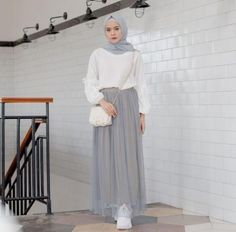 37 Ideas for skirt hijab outfit tutu Modern Hijab Fashion, Street Hijab Fashion, Hijab Fashion Inspiration, Islamic Fashion, Muslim Fashion, Fashion Muslimah, Style Fashion, Latest Fashion, Fashion Outfits
