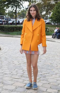 Alma Jodorowsky. Orange and light blue outfit.