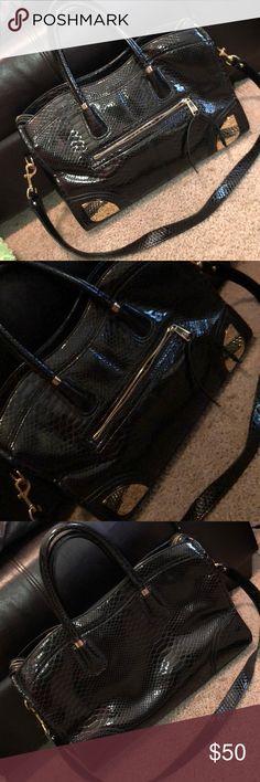 Gianni Bini Black and Gold Purse Gianni Bini black and gold purse. In excellent condition! Gianni Bini Bags Satchels