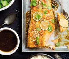 Lax Asian style med broccoli, lime och cashewnötter | En smakrik och smaskig ugnstillagad lax på nytt och hett sätt. Chili, lime, koriander och sesamfrön, tillsammans med en glaze med smak av teriyakisås, vitlök och ingefära, ger en asiatisk prägel.