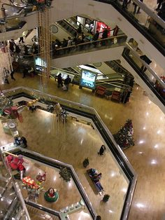 Water Tower Mall, Chicago, IL. A shopping center 7 stories high on Michigan Ave.