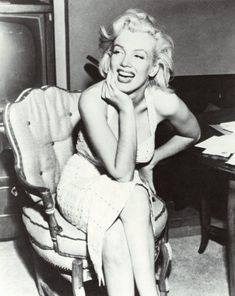 Marilyn Monroe .. I <3 her songs :* :D :3 but the best is I WANNA BE LOVED BY YOU <3