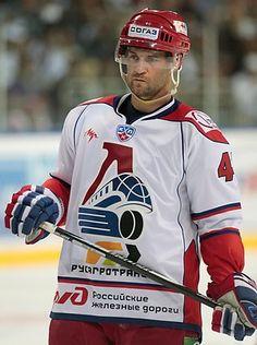Pavol Demitra Kontinental Hockey League, Hockey Teams, Hockey Players, Ice Hockey, Win Or Lose, Nhl, Motorcycle Jacket, Blues, Baseball Cards