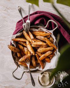 Patatas bravas – mausteiset lohkoperunat uunissa My Cookbook, I Want To Eat, Food Inspiration, Tapas, Carrots, Side Dishes, Pasta, Vegetables, Drinks