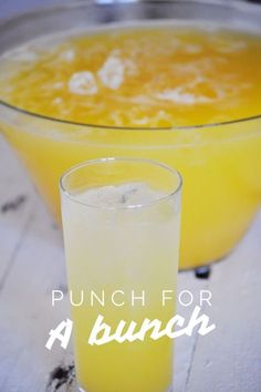 Punch for a bunch or large crowd - Brunch Recipes Punch Recipe For A Crowd, Easy Punch Recipes, Food For A Crowd, Church Punch Recipe, Summer Punch Recipes, Alcoholic Punch Recipes, Alcohol Recipes, Drink Recipes, Bonbon