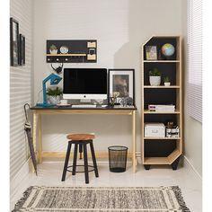 Para quem tem ou quer montar um cantinho para trabalhar em casa é essencial organizar e decorar esse ambiente para torná-lo mais agradável, assim até o dia de trabalho fica mais leves!
