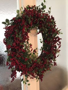 red berry christmas wreath on glass wall Elegant Christmas Decor, Simple Christmas, Christmas Wreaths, Christmas Decorations, Holiday Decor, Party Planning, Berry, Interior Design, Glass