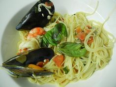 Of Wine & Culture - From the Old to the New World Seafood Pasta, Spicy, Spaghetti, Ethnic Recipes, Mussels, Recipes, Noodle