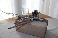 AW23 -Tischdeko aus altem Holz! Alter Holzblock nat�rlich dekoriert mit einem kleinen Hirschen und ein Teelichtglas! Preis 24,90%u20AC