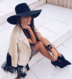 Seams For A Desire Boho Chic Outfit