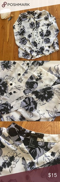 F21 Floral Chiffon Blouse Lightly worn but in great condition. Pairs beautifully with Black Skinny Jeans and pumps🕶 Forever 21 Tops Blouses