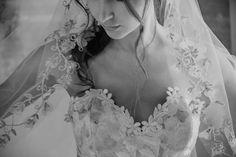 Vestidos de noiva Claire Pettibone: alta costura e sensualidade reunidas numa obra de arte intemporal! Mon Cheri Wedding Dresses, 2015 Wedding Dresses, Bridal Dresses, Gown Wedding, Wedding Blog, Claire Pettibone Wedding Gowns, Wedding Dress Silhouette, Traditional Wedding Dresses, Sophisticated Bride