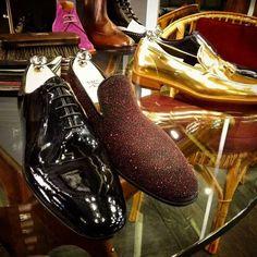 Shining in the night! #weardis #gold #black #red #shoeoftheday #shoes #madeinitaly #madetoorder #tassel #slipon #oxford #designyourown #feelitalian #leather #gangsterstyle #fashionaddict #ootd #milan #viadellaspiga http://ift.tt/2f0BOtT