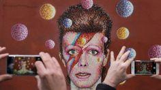 """DAVID BOWIE. La legendaria estrella del rock falleció el lunes a los 69 años en Nueva York. """"David Bowie ha muerto en paz hoy rodeado de su familia, después de una valiente lucha de 18 meses contra el cáncer"""", reza un comunicado oficial"""