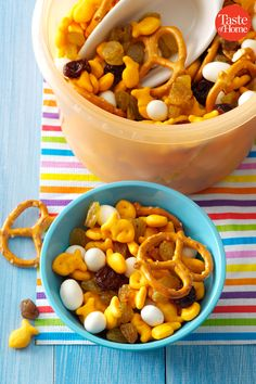 50 Last-Minute Memorial Day Appetizers Pimiento Cheese, Beer Cheese, Mediterranean Dip, Best Deviled Eggs, Cheese Spread, Disney Descendants, Apple Slices, Potato Chips, Easy Snacks