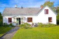 Kalkstenshuset på Gotland – exakt det du vill ha i sommar (jo det är till salu!) - Sköna hem