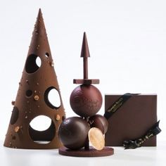 Chocolate Art, Chocolate Shop, Christmas Chocolate, Christmas Sweets, Homemade Chocolate, Xmas, Gourmet Desserts, Fancy Desserts, Trianon Palace