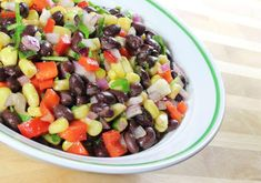 A delicious and easy black bean salad recipe. If you love Tex Mex recipes and southwestern food, this bean salad is a perfect must try. Black Bean Corn Salad, Black Bean Salad Recipe, Bean Salad Recipes, Salsa Recipe, Quinoa Salat, Clean Eating, Healthy Eating, Healthy Foods, Healthy Protein
