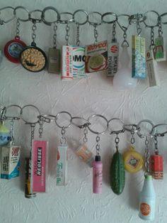 Ook ik heb ze nog bewaard en maar zeuren of m'n moeder een produkt kocht waar een sleutelhanger bij zat.