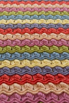 LOVE this pattern! Vintage fan ripple crochet afghan blanket - with link to tutorial