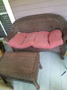 WICKER PATIO LOVE SEAT AND COFFE TABLE - $125 (INMAN PARK, OLD FOURTH WARD, 30307)
