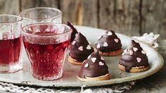 Suloiset suklaasuukot hurmaavat niin ystävät kuin kotijoukotkin. Valmistusta varten tarvitset elektronisen lämpömittarin.