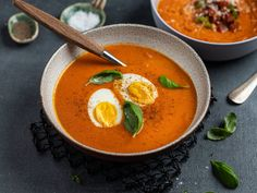 Hjemmelaget tomatsuppe | Oppskrift | Meny.no Slow Cooker Soup, Frisk, Tomato Soup, Chorizo, Food Inspiration, Thai Red Curry, Food To Make, Food And Drink, Tasty