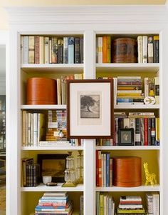 How to decorate shelves and bookcases