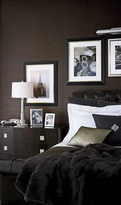 Crocodile textured wallcovering from Ralph Lauren Home's Penthouse Suite Wallcovering collection.