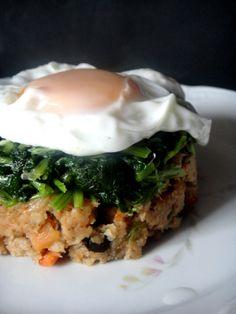 Adoro a combinação de grelos e alheira e se juntar um ovo entrelado então fica perfeito. Aqui usei alheira vegetariana , podem usar uma...