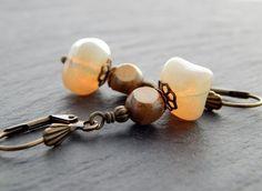 Ohrringe - Opalgelbe Nuggets von Perlenfontäne auf DaWanda.com
