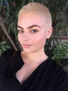 Light blonde buzzcut buzzcut in 2019 волосы, короткие волосы Shaved Head Women, Girls With Shaved Heads, Short Hair Dont Care, Short Hair Cuts, Shaved Hair Cuts, Girls Short Haircuts, Short Hairstyles For Women, Buzzed Hair Women, Ombre Rose Gold