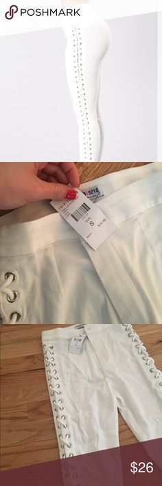 Tie up side pants White pants with tie up detailing. Super cute and in style! I wish I could keep them but they were to big for me. They're surprisingly comfy and feel more like dress pants rather then a Jean material! Will fit anyone from size 3-5 Fashion Nova Pants Skinny